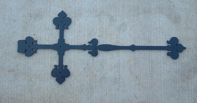 Large Tudor Cross Strap Hinge
